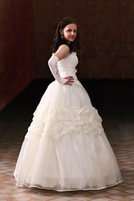 young woman wearing a sweet-sixteen dress